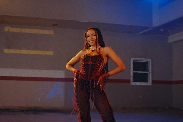 Tinashe – Bouncin [iTunes官方MV – HD1080P]